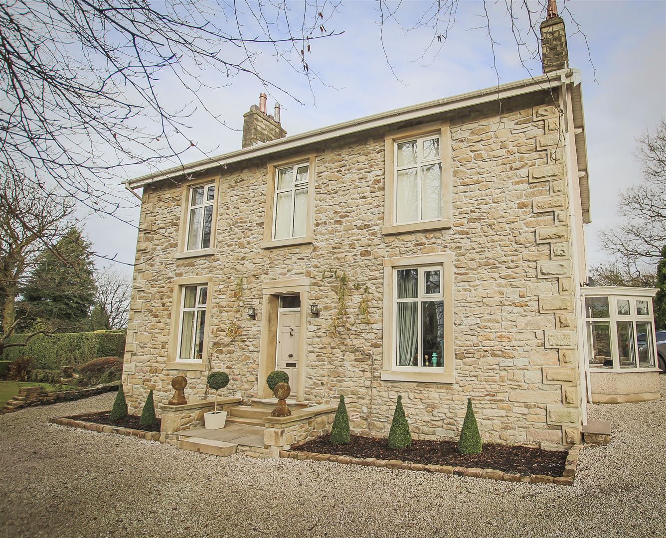 5 Bedroom Detached House For Sale - Front Elevation